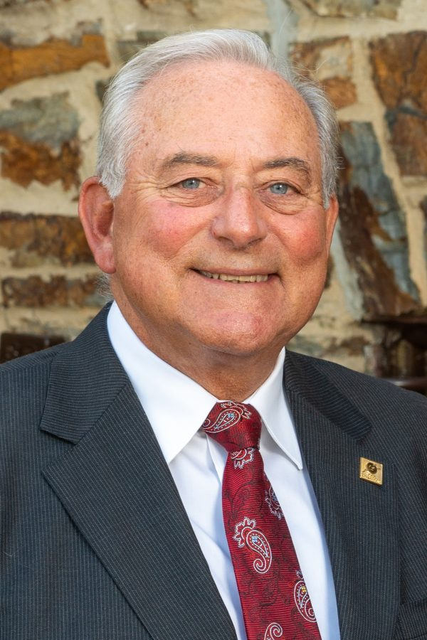 Before founding Traditions Bank, Mike Kochenour began his 45-year career with National Central Bank and successors—Hamilton, CoreStates, and First Union—as well as Drovers Bank. His experience in numerous senior leadership positions equipped him to become Founder and Chairman of Traditions Bank and serve as President until 2015 and CEO through 2016.