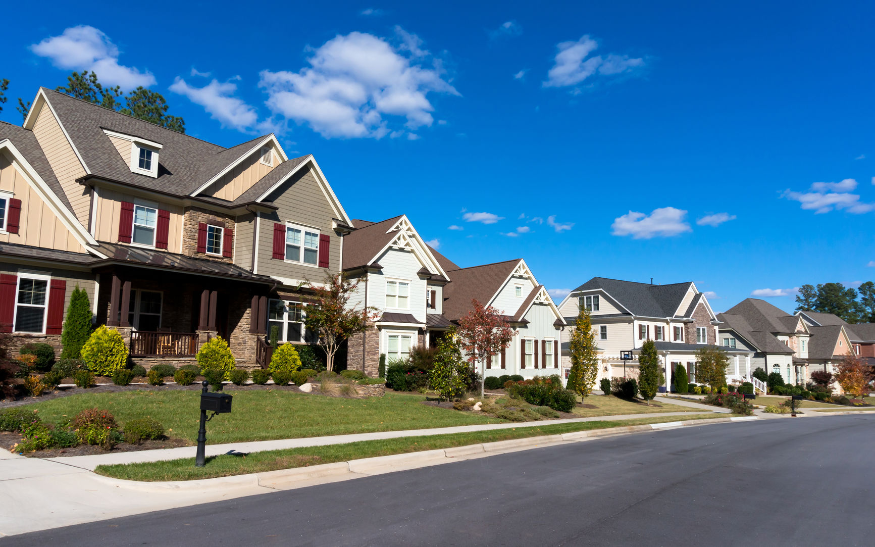 31403009 - street of large suburban homes
